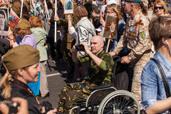 Participantes del regimiento inmortal - acción pública, durante la cual los participantes llevaron banderas Imágenes de archivo libres de regalías