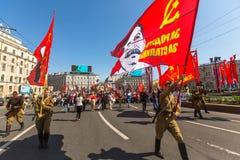 Participantes del regimiento inmortal - acción pública internacional, que ocurre en Rusia en Victory Day - 9 de mayo Fotos de archivo libres de regalías