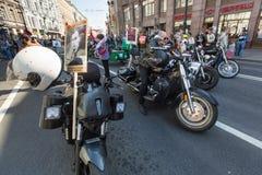 Participantes del regimiento inmortal - acción pública internacional, que ocurre en Rusia y algunos países de cerca Imagen de archivo libre de regalías