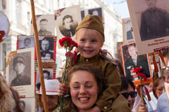 Participantes del regimiento inmortal - acción pública internacional, que ocurre en Rusia y algunos países de cerca Imágenes de archivo libres de regalías