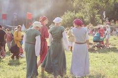 Participantes do festival de Tustan em Urych, Ucrânia, o 2 de agosto, 20 imagem de stock