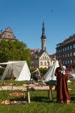 Participantes do ` velho dos dias da cidade do ` anual do festival no coração da cidade velha em Tallinn Foto de Stock Royalty Free