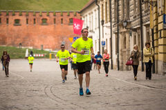 Participantes durante a maratona anual do international de Krakow Foto de Stock Royalty Free