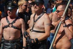 Participantes e espectadores na Praga Pride Parade Imagens de Stock