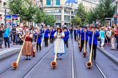 Participantes el desfile suizo del día nacional en Zurich Imagen de archivo libre de regalías