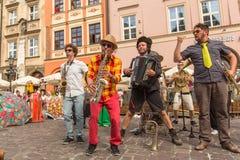 Participantes en anualmente (9-12 de julio) el 28vo cuarto festival internacional de los teatros de la calle Foto de archivo libre de regalías