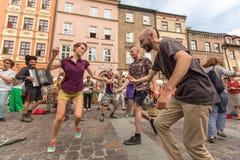 Participantes en anualmente (9-12 de julio) el 28vo cuarto festival internacional de los teatros de la calle Fotos de archivo libres de regalías