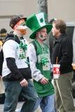 Participantes en desfile del día de Patricks del santo Imagen de archivo