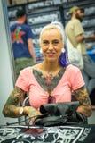 Participantes en el 10mo convenio internacional del tatuaje en centro de la Congreso-EXPO Fotos de archivo