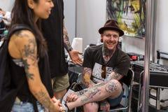 Participantes en el 10mo convenio internacional del tatuaje en centro de la Congreso-EXPO Foto de archivo libre de regalías