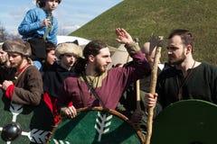 Participantes não identificados de Rekawka - tradição polonesa, comemorados em Krakow em terça-feira após a Páscoa Imagens de Stock
