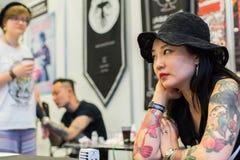 Participantes na 10o convenção internacional da tatuagem no centro da Congresso-EXPO Fotografia de Stock