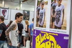 Participantes na 10o convenção internacional da tatuagem no centro da Congresso-EXPO Imagens de Stock