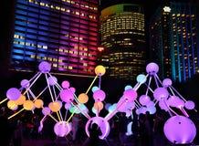 Participantes que apreciam a luz da afinidade em Sydney vívido Foto de Stock Royalty Free