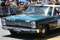 Participantes que montan el coche durante el 34to desfile anual de la sirena en Coney Island Imágenes de archivo libres de regalías