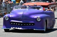 Participantes que montan el coche durante el 34to desfile anual de la sirena en Coney Island Fotos de archivo