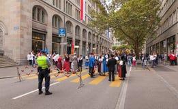 Participantes suizos del desfile del día nacional en Zurich Imagen de archivo
