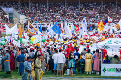 Participantes y espectadores, ceremonia de inauguración de Nadaam Foto de archivo libre de regalías