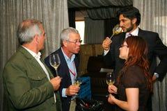Participantes y visitantes a la exposición del negocio de fabricantes y de proveedores de vinos y de la comida italianos vinitaly Fotos de archivo