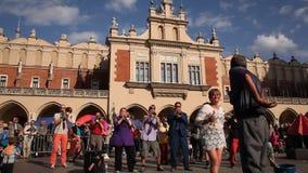 Participants annuellement (9-12 juillet) au 28ème festival international des théâtres de rue - International d'Orchestre banque de vidéos