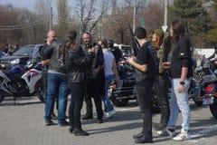 Participants aux motocyclistes se réunissant à Bucarest Photo stock