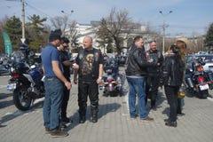 Participants aux motocyclistes se réunissant à Bucarest Image stock