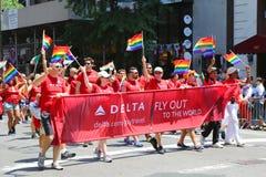 Participants de Delta Airlines LGBT Pride Parade à New York City Photographie stock libre de droits