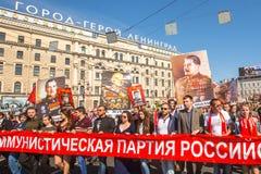 Participants de régiment immortel - action publique internationale, qui a lieu en Russie et quelques pays d'ab proche et lointain Photos libres de droits