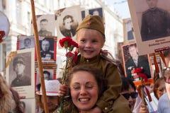 Participants de régiment immortel - action publique internationale, qui a lieu en Russie et quelques pays de près Images libres de droits