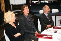Participants et visiteurs à l'exposition d'affaires des fabricants et des fournisseurs des vins et de la nourriture italiens vini Photos stock