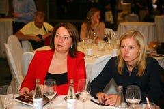 Participants et visiteurs à l'exposition d'affaires des fabricants et des fournisseurs des vins et de la nourriture italiens vini Image libre de droits