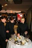 Participants et visiteurs à l'exposition d'affaires des fabricants et des fournisseurs des vins et de la nourriture italiens vini Photographie stock