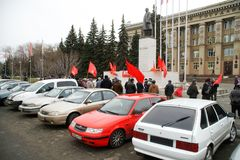 Free Participants In A Street Political Gathering In Honor Of The Anniversary Of The 1917 Revolution At The Monument To Lenin. November Stock Photo - 163342820