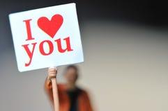 Participation miniature d'homme je t'aime de message dans le papier avec le beau fond Images stock