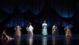 Participe na religião-para trás às imperatrizes palácio-modernas do drama no palácio Fotos de Stock