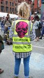 Participent la fête de rue de rébellion d'extinction photos libres de droits