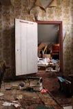 Particolare abbandonato dell'interiore della casa Immagini Stock