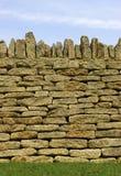 Particolare asciutto della parete di pietra Immagini Stock