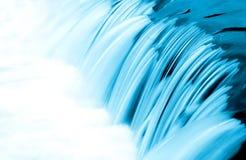 Particolare blu di scorrimento dell'acqua Immagini Stock Libere da Diritti