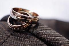 Particolare degli anelli di cerimonia nuziale Fotografie Stock