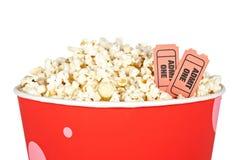 Particolare dei biglietti e del popcorn Immagine Stock