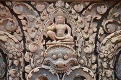 Particolare dei rilievi del tempiale Banteay Srei Fotografia Stock Libera da Diritti