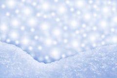 Particolare del cumulo di neve e della priorità bassa scintillante Fotografia Stock Libera da Diritti