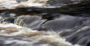 Particolare del fiume di scorrimento Fotografie Stock