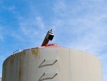 Particolare del silo di fermentazione del foraggio del metallo di agricoltura Immagini Stock