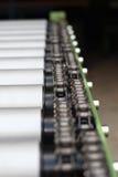 Particolare della catena del trasportatore a rulli Fotografia Stock