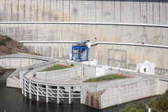Particolare della diga di Alqueva Immagine Stock