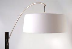 Particolare della lampada di pavimento. Paralume bianco Fotografie Stock Libere da Diritti