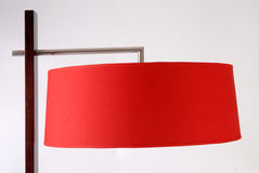 Particolare della lampada di pavimento. Paralume rosso Fotografie Stock Libere da Diritti