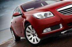Particolare della parte anteriore dell'automobile di colore rosso di ciliegia Fotografia Stock